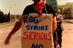 RBG's management appeared to think their workers would never go on strike to back up their bargaining demands, but they were wrong, 1989. Courtesy of the Local 5 fonds, William Ready Division of Archives and Research Collections, McMaster University.