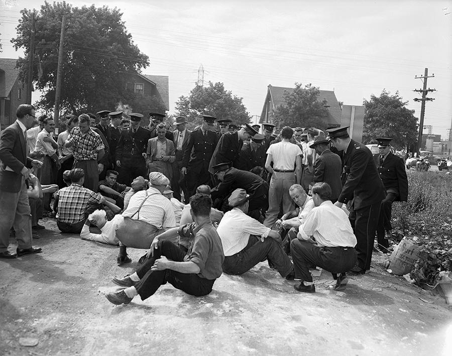 1950 - Strikers preventing traffic